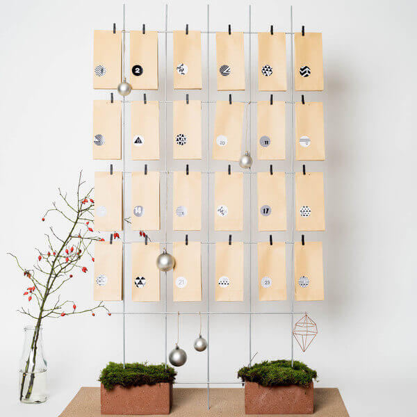 Tueten mit Stickern fuer den DIY Adventskalender