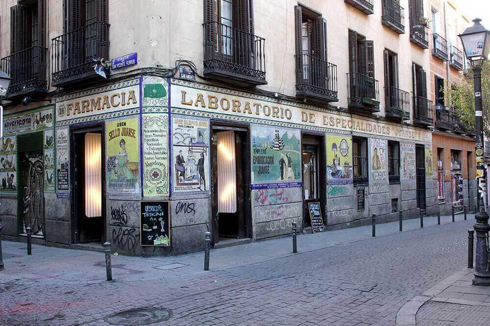 kacheln-hausfassade-madrid-tradition-cafes