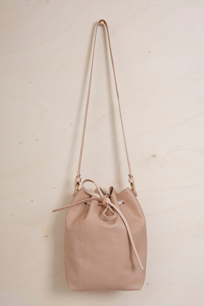 Der LELLOR Bucket bag in Nude