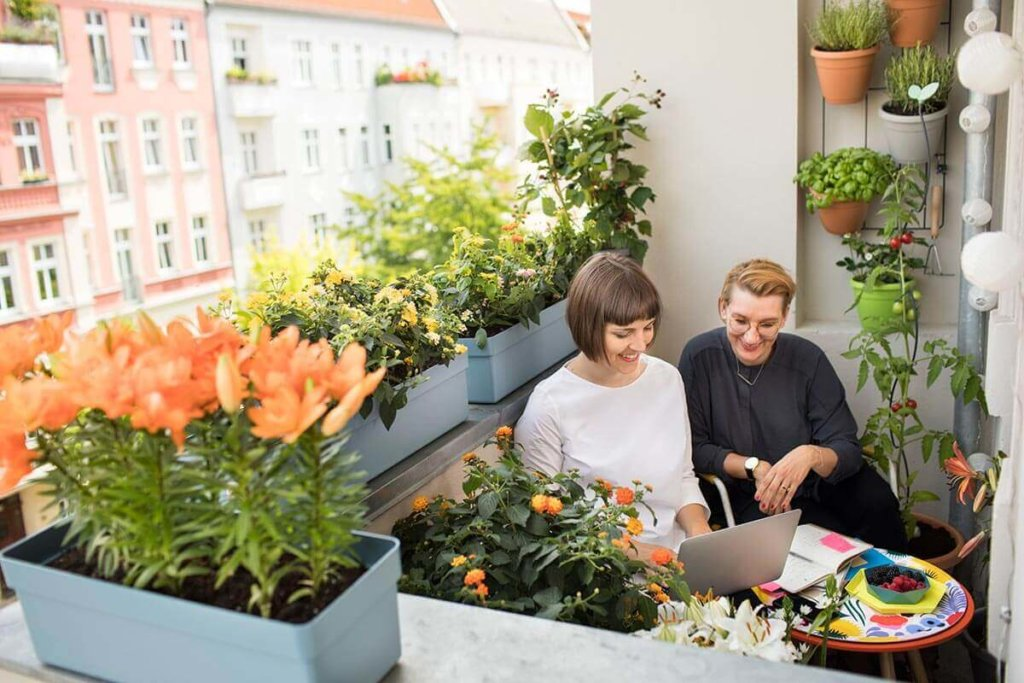 Guene Oase in Berlin: Bloggen vom Balkon Home Office
