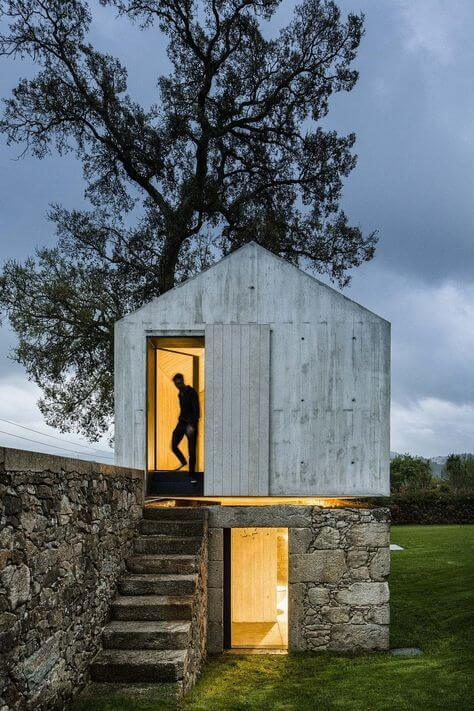 Tiny House mit Beton in der Natur