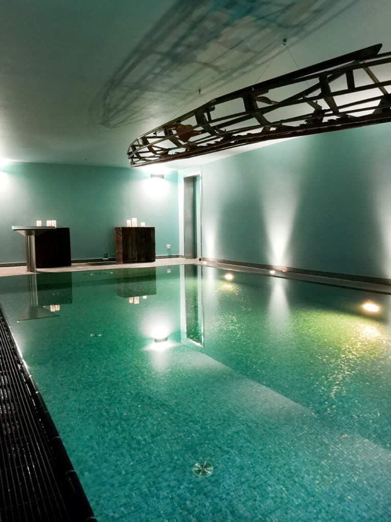 Swimmingpool und Spa in Designhotel